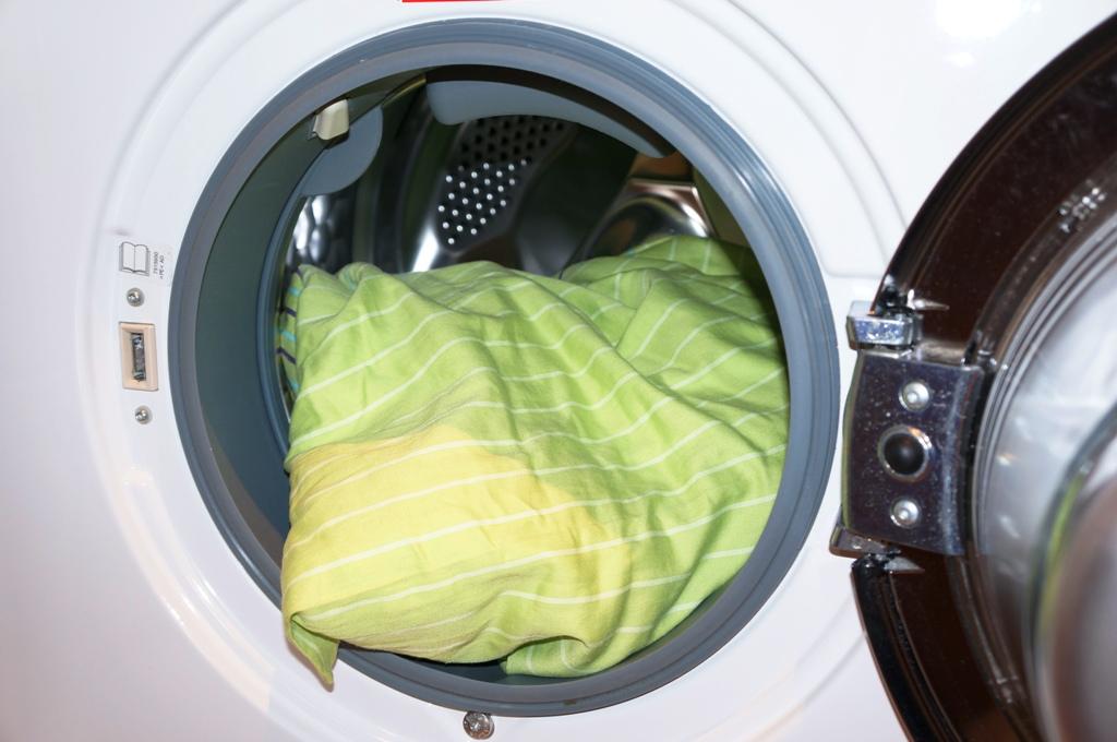 waschmaschine-mit-waesche