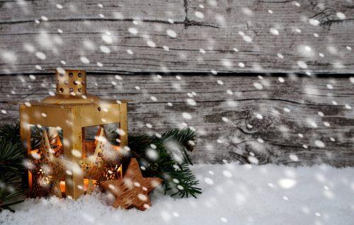 weihnachten laterne leuchtet schneefall lizenzfreie. Black Bedroom Furniture Sets. Home Design Ideas