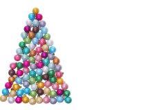 Weihnachtsbaum aus kleinen bunten Kugeln