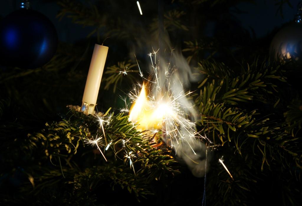 Feuer – Weihnachtsbaum brennt!!