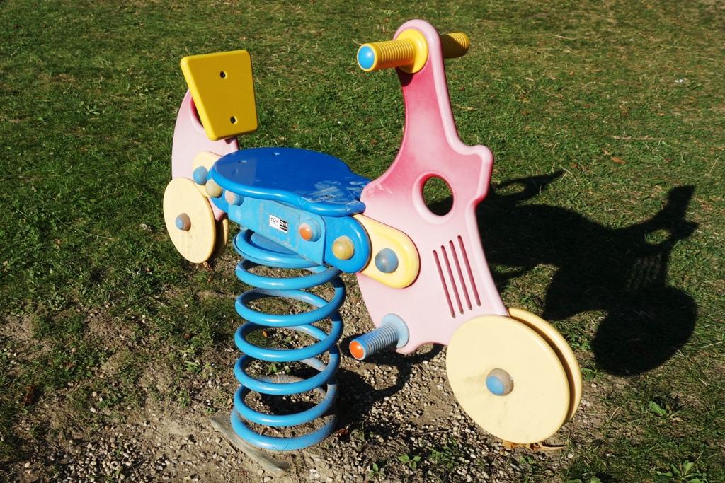 Wippe auf Kinderspielplatz